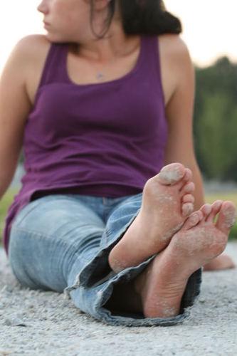 teenager barefeet barefoot feet foot teens teen dirtroad dusty teenagers ...
